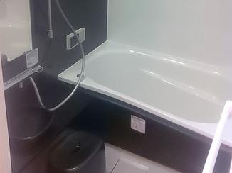 バスルームリフォーム シックな雰囲気のバス・洗面に変身