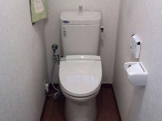 トイレリフォーム 防水性の床で水ハネも安心のレストルーム