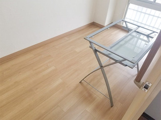 内装リフォーム お部屋を明るく変える、掃除がしやすいフローリング